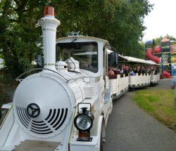 petit train au parc d'attraction en Bretagne