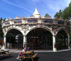 carrousel pour les petits parc d'attraction en Bretagne